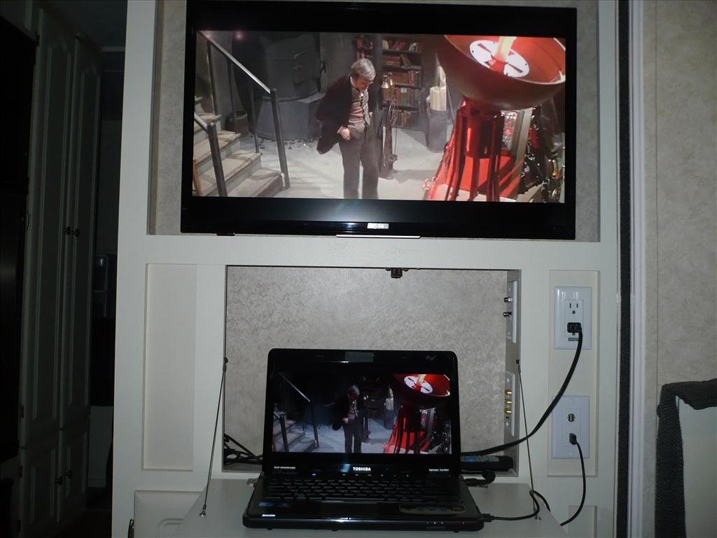 Click image for larger version  Name:laptop_tv.JPG Views:31 Size:79.4 KB ID:103175