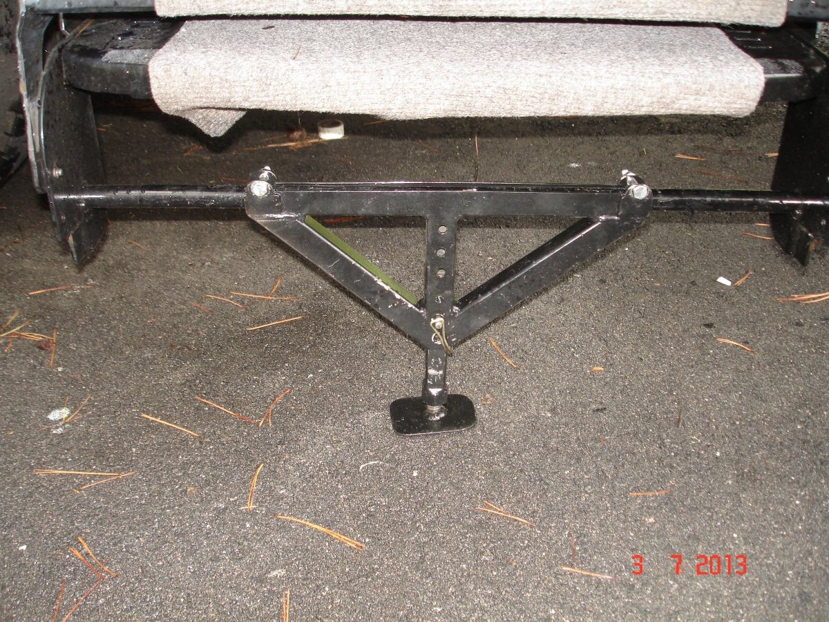 Click image for larger version  Name:Awning bracket and the locking hook 003.jpg Views:205 Size:613.4 KB ID:105571