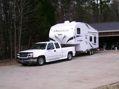 Click image for larger version  Name:05 Silverado 1500 with 2012 Flagstaff 8528RKWS (1).jpg Views:306 Size:53.9 KB ID:10646
