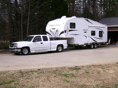 Click image for larger version  Name:05 Silverado 1500 with 2012 Flagstaff 8528RKWS (2).jpg Views:283 Size:54.9 KB ID:10647