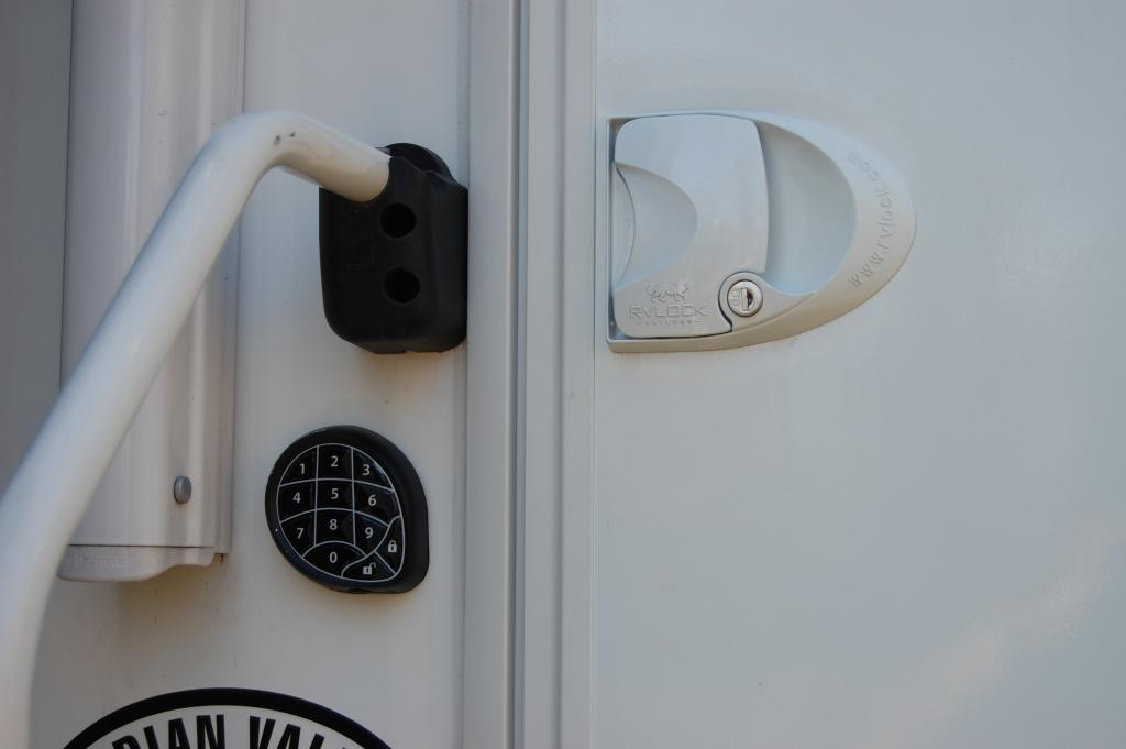 Click image for larger version  Name:Wireless RV Door Lock.jpg Views:236 Size:36.4 KB ID:10911