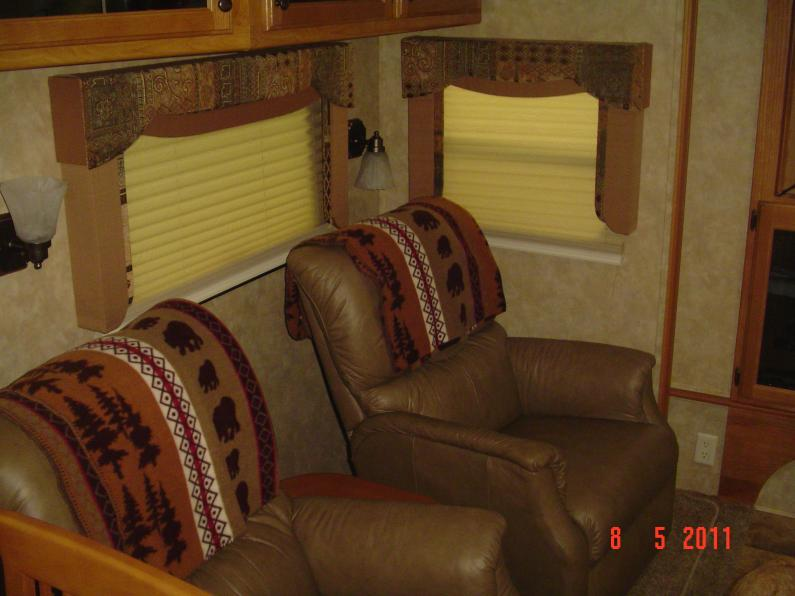 Click image for larger version  Name:INSIDE 5TH WHEEL PHOTOS 011.jpg Views:86 Size:52.4 KB ID:11234