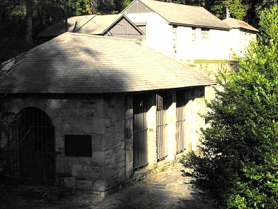 Click image for larger version  Name:SpringHouse.jpg Views:145 Size:92.2 KB ID:1128