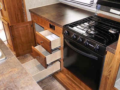 Click image for larger version  Name:kitchen counter and stove.JPG Views:222 Size:175.7 KB ID:112810