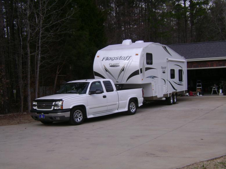 Click image for larger version  Name:05 Silverado 1500 with 2012 Flagstaff 8528RKWS (1).jpg Views:104 Size:53.9 KB ID:11340