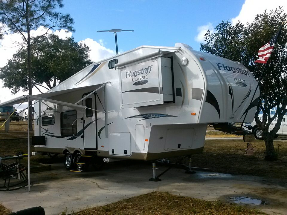 Click image for larger version  Name:Trailer after wash & wax by Hotties-Fawn Ridge at Deer Path 06Dec12.png Views:191 Size:1.12 MB ID:120118