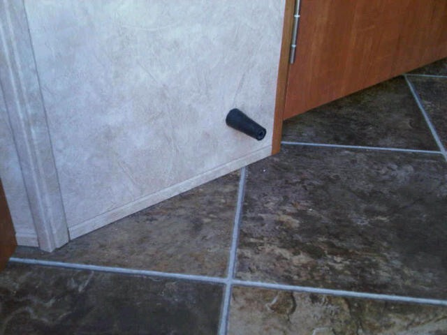 Click image for larger version  Name:door stopper IMG01167-20111002-1431.jpg Views:94 Size:43.4 KB ID:12321
