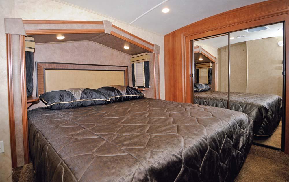 Click image for larger version  Name:SB Bedroom.jpg Views:221 Size:94.0 KB ID:127842