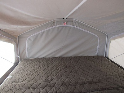Click image for larger version  Name:rear bunk inside2.jpg Views:41 Size:96.3 KB ID:128857