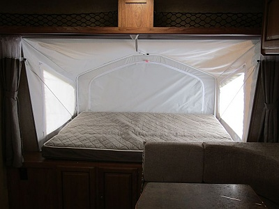 Click image for larger version  Name:front bunk inside.jpg Views:50 Size:92.3 KB ID:128861