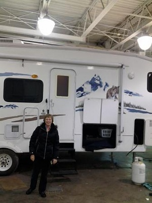 Click image for larger version  Name:Teresa and camper at Colrain RV ,their going through it as are at purchase time !!!!.jpg Views:34 Size:28.6 KB ID:131581