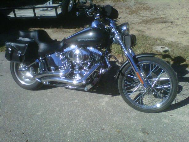 Click image for larger version  Name:06 HD Softail Deuce.jpg Views:53 Size:49.4 KB ID:13653