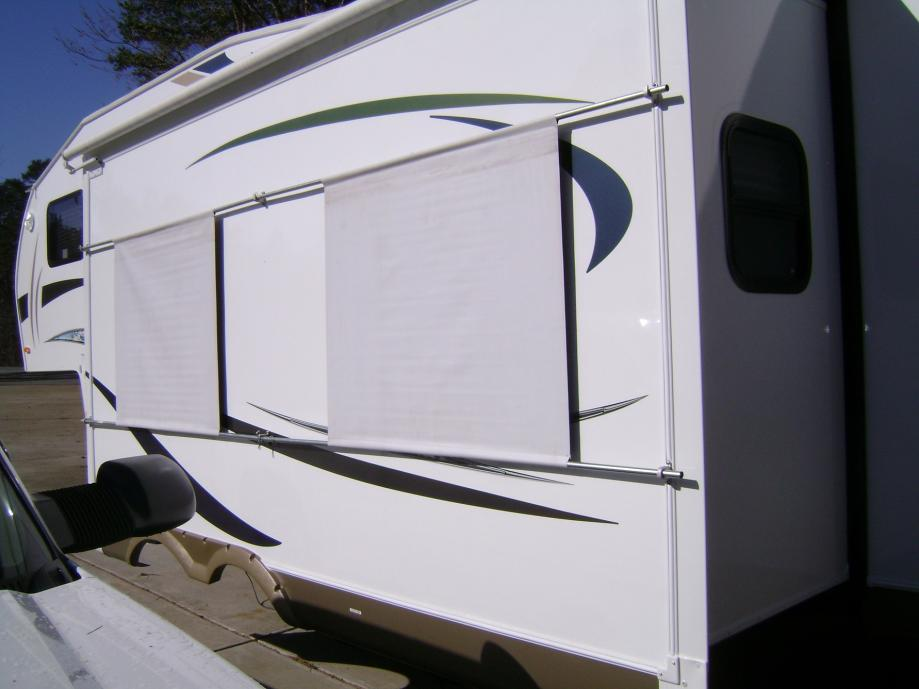 Click image for larger version  Name:Sun shield on slideout (rear).jpg Views:104 Size:53.2 KB ID:13743