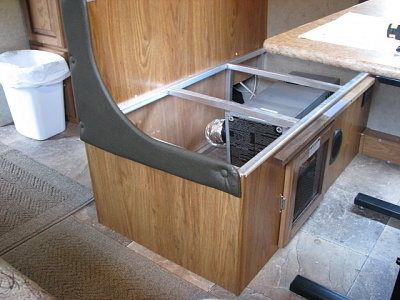 Click image for larger version  Name:dinette cold air rtrn.JPG Views:40 Size:179.1 KB ID:160605