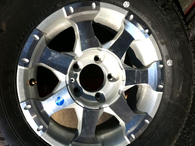 Click image for larger version  Name:wheel 2109S front.jpg Views:63 Size:39.7 KB ID:16449