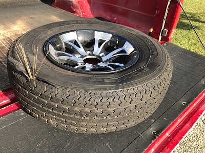 Click image for larger version  Name:Tire blown.jpg Views:55 Size:500.7 KB ID:185189