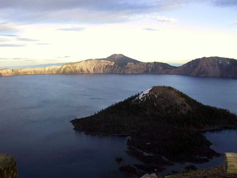 Click image for larger version  Name:Crater Lake Sunset_03.jpg Views:115 Size:50.6 KB ID:1898