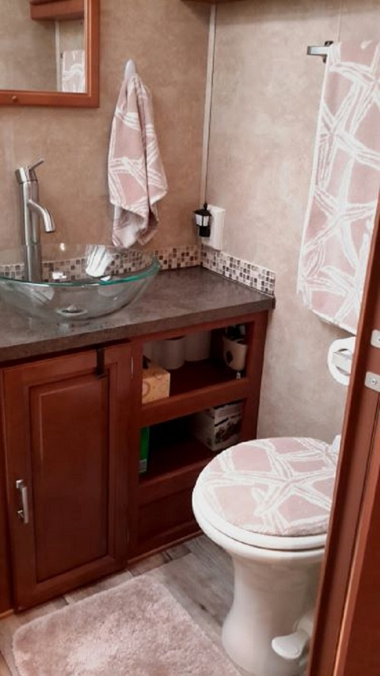 Click image for larger version  Name:G - Bathroom.jpg Views:33 Size:117.2 KB ID:192613