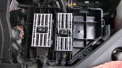 Click image for larger version  Name:5 Old fuse block removed, 3 connectors beneath.jpg Views:33 Size:341.6 KB ID:198686