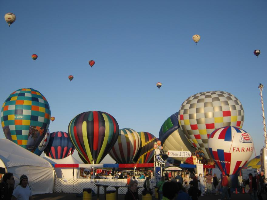 Click image for larger version  Name:Balloon Fiests Stills 040.jpg Views:91 Size:59.3 KB ID:20660