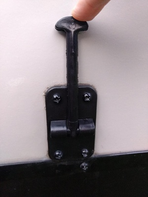 Click image for larger version  Name:door latch (not broke).jpg Views:4 Size:194.4 KB ID:211305