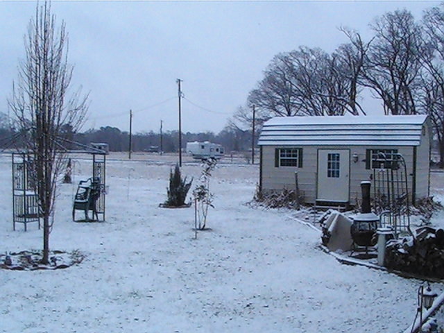 Click image for larger version  Name:snow 20102.jpg Views:85 Size:131.1 KB ID:2165