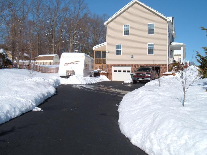 Click image for larger version  Name:Driveway.jpg Views:78 Size:71.4 KB ID:2172