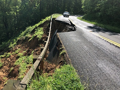 Click image for larger version  Name:Parkway road damage IMG_0844.jpg Views:59 Size:714.4 KB ID:239304