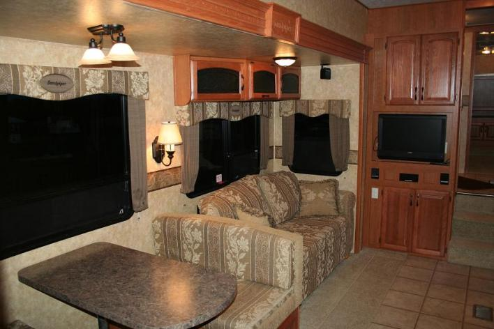 Click image for larger version  Name:RV Inside 2 - Copy.jpg Views:93 Size:49.0 KB ID:25094