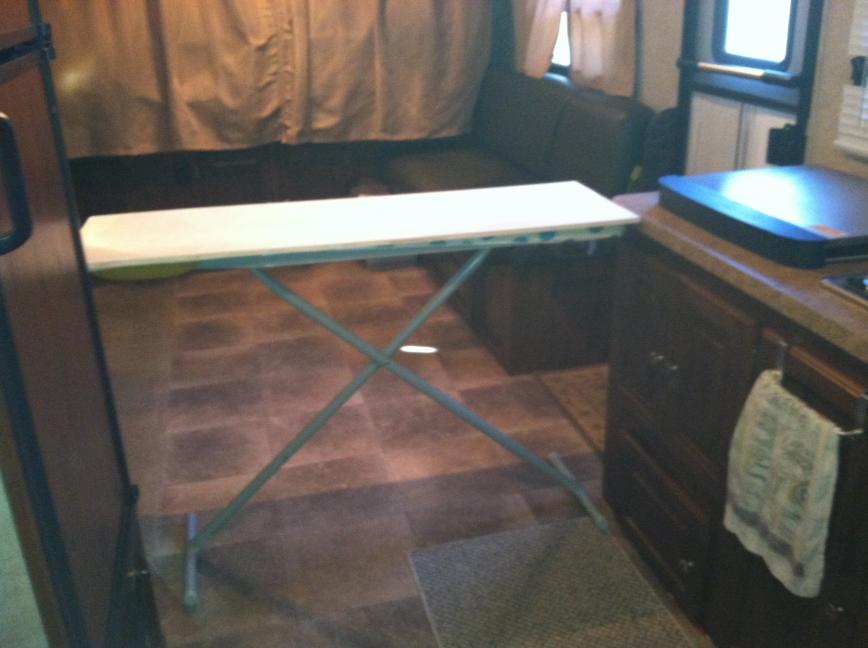 Click image for larger version  Name:portable table 003.jpg Views:99 Size:51.1 KB ID:25576