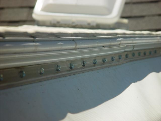 Click image for larger version  Name:butt ugly awning rail from Care Free awning.jpg Views:133 Size:22.7 KB ID:29824