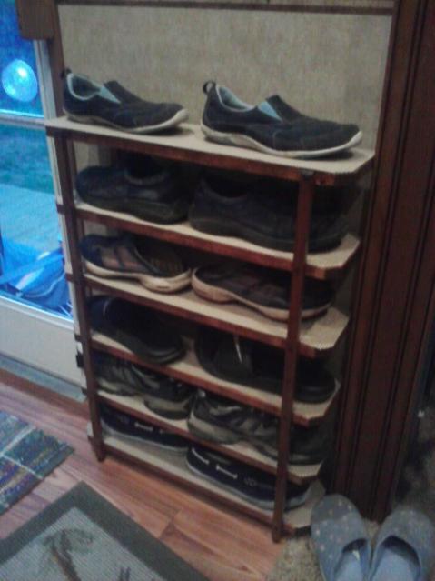 Click image for larger version  Name:Shoe rack.jpg Views:130 Size:35.4 KB ID:33957