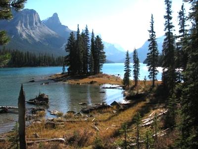 Click image for larger version  Name:Spirit Island Maligne Lake.jpg Views:73 Size:49.3 KB ID:3641