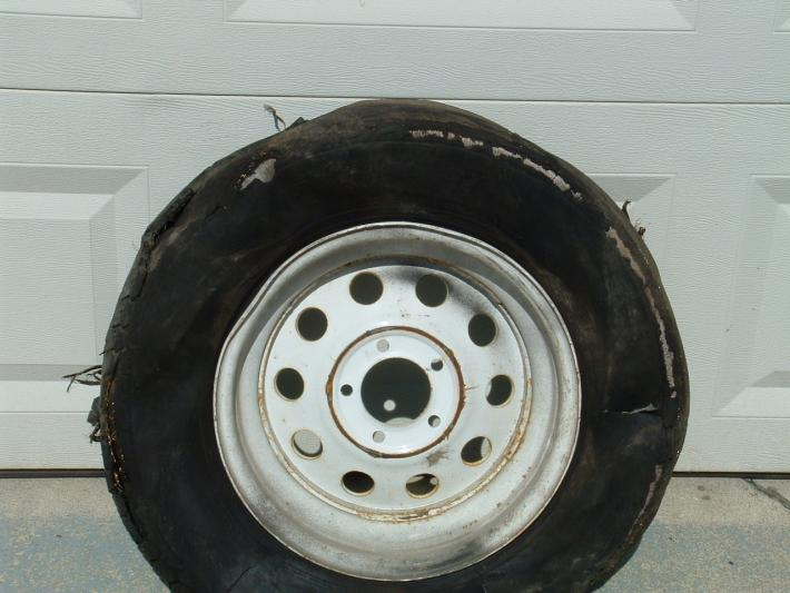 Click image for larger version  Name:trailer tires 005.jpg Views:53 Size:51.8 KB ID:3742