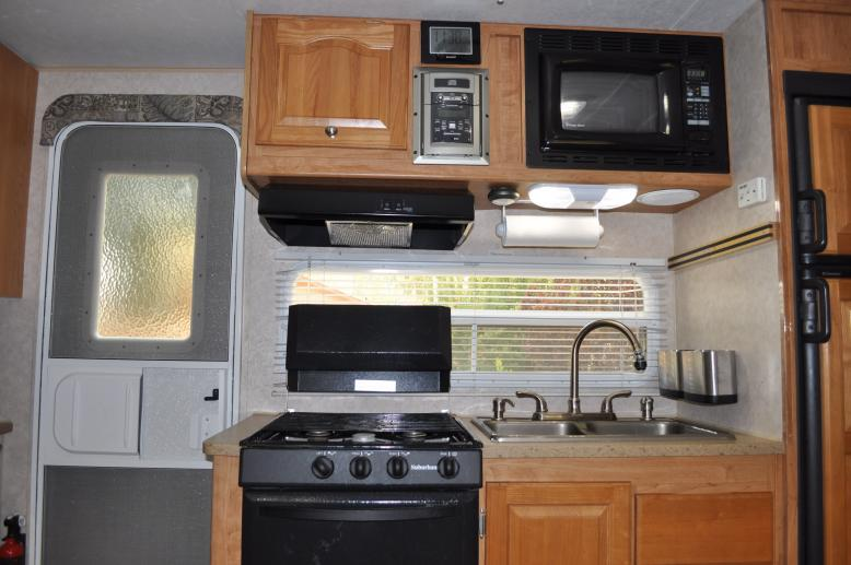 Click image for larger version  Name:05 - Kitchen.jpg Views:140 Size:57.3 KB ID:38919