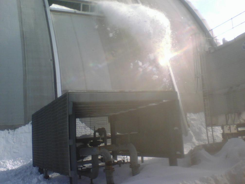 Click image for larger version  Name:snow coming off of roof 12-21-09.jpg Views:66 Size:50.8 KB ID:3967