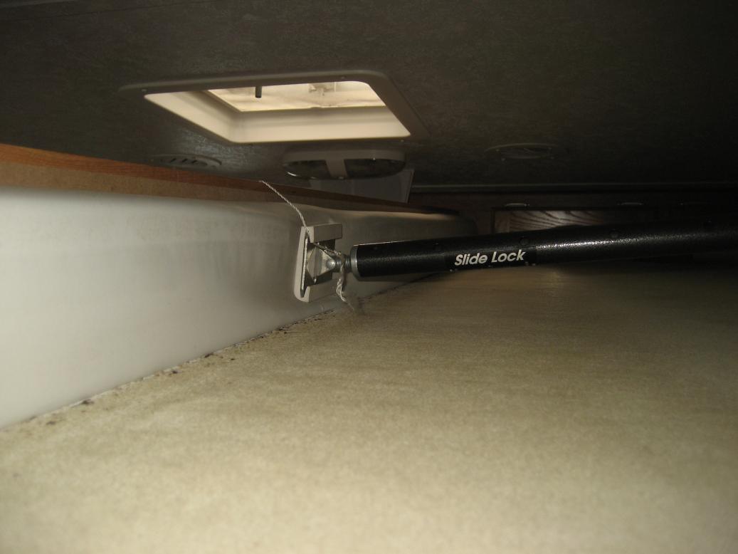 Click image for larger version  Name:Camper Slide Braces 003.jpg Views:356 Size:51.4 KB ID:40896