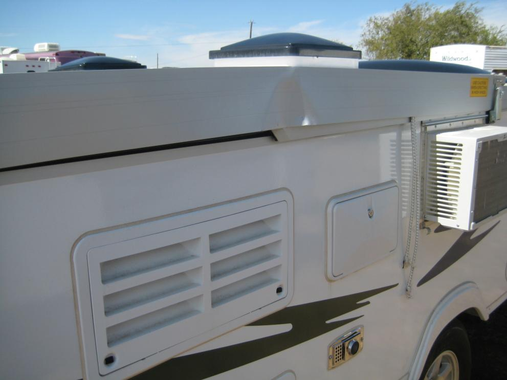 Click image for larger version  Name:Wind Damaged Expedition front roof panel left side.jpg Views:155 Size:54.5 KB ID:42403