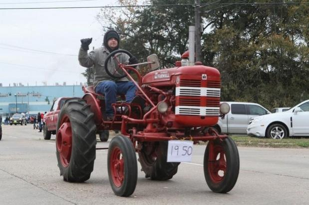 Click image for larger version  Name:tractor.jpg Views:119 Size:45.8 KB ID:43609