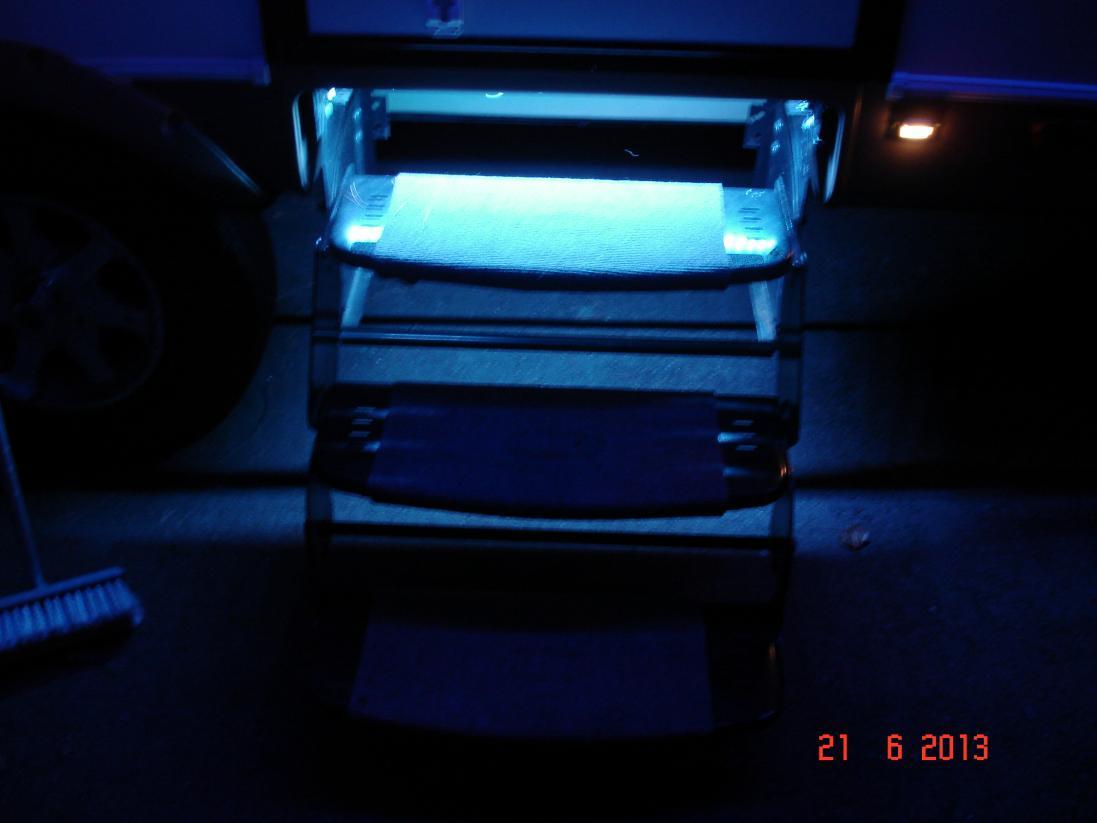 Click image for larger version  Name:trailer lights 003.jpg Views:207 Size:51.6 KB ID:43649
