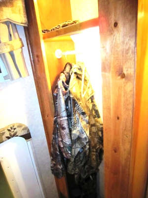 Click image for larger version  Name:closet.jpg Views:257 Size:55.8 KB ID:4421