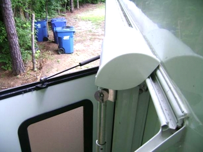Click image for larger version  Name:Awning cover stowed.jpg Views:161 Size:33.0 KB ID:46405