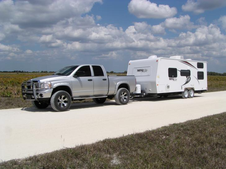 Click image for larger version  Name:Truck and trailer down the shell road.jpg Views:68 Size:54.4 KB ID:5016