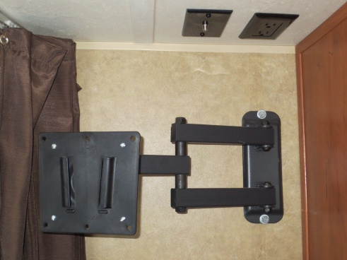 Click image for larger version  Name:Bed Area TV Mount.jpg Views:132 Size:54.8 KB ID:50768