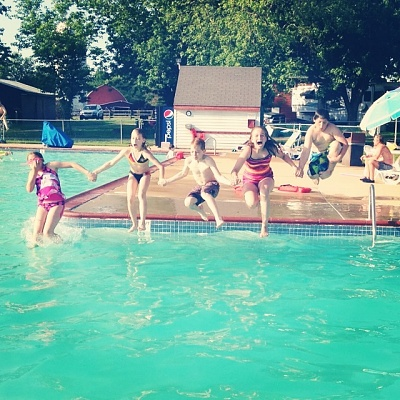 Click image for larger version  Name:Kids Jumping in the pool.jpg Views:220 Size:184.0 KB ID:53441