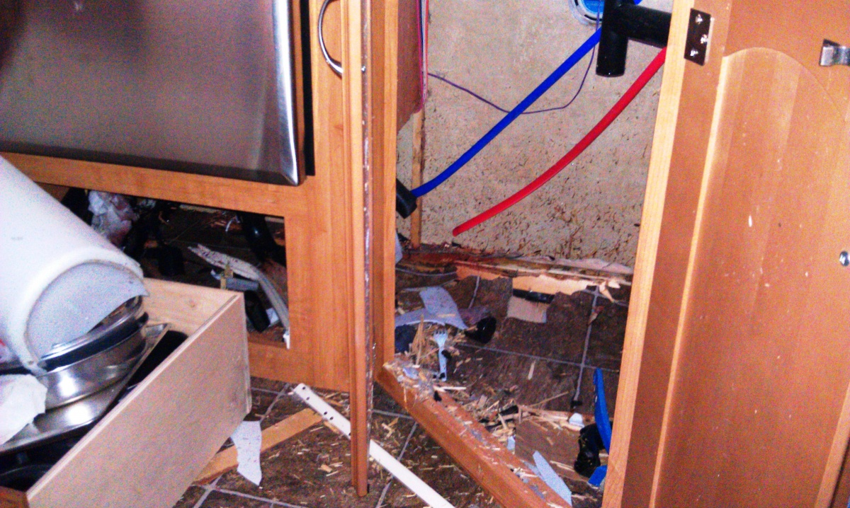 Click image for larger version  Name:RV Damage 12.jpg Views:126 Size:427.4 KB ID:55681