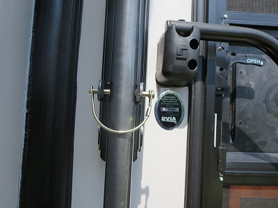 Click image for larger version  Name:Awning Pole Rear 1.jpg Views:134 Size:252.4 KB ID:56107