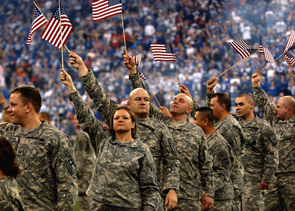 Click image for larger version  Name:Soldiers-wave-American-flags-as-they-are-recognized-at-the-RCA-Dome-in-Indianapolis-Independence.jpg Views:45 Size:225.0 KB ID:57097