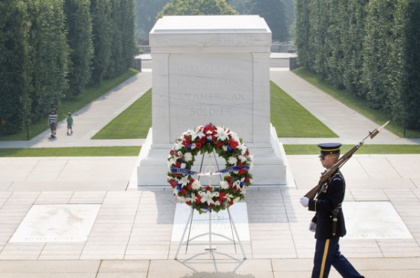 Click image for larger version  Name:tomb-of-the-unknown-memorial-day.jpg Views:54 Size:163.1 KB ID:57123