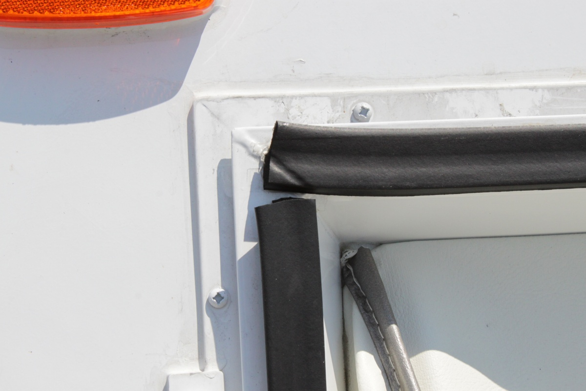 Click image for larger version  Name:right front seal door open.jpg Views:90 Size:177.1 KB ID:57397